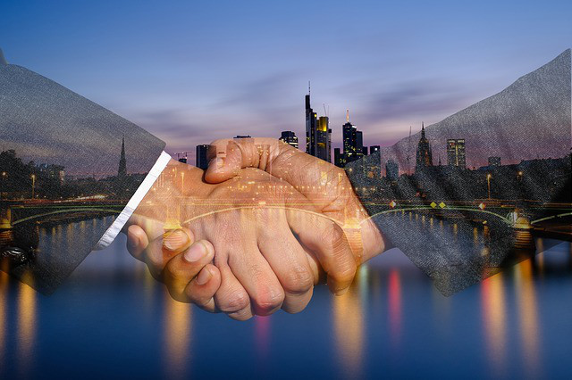 shaking-hands-3641642_640HdMfUVDb0w3fA
